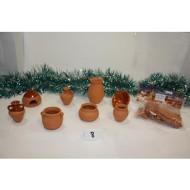 Conjunto de 8 vasijas de barro y tejas